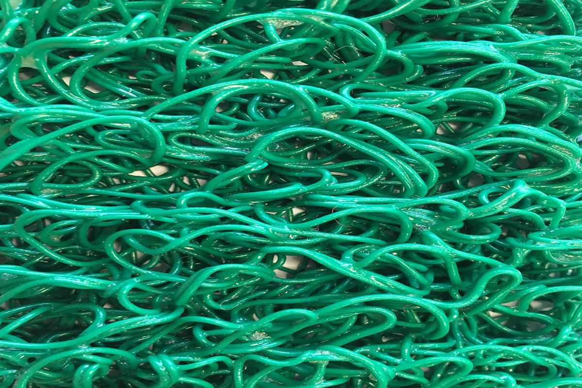 Felpudo Rizos de Vinilo Fideos de 14 mm de altura verde en DecoStands