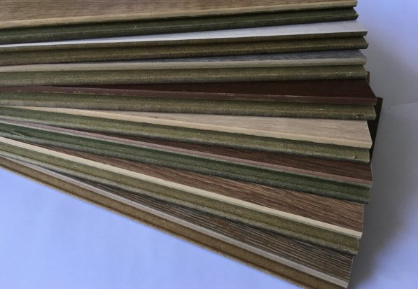 Parquet laminado AC-5 de 12 mm en DecoStands