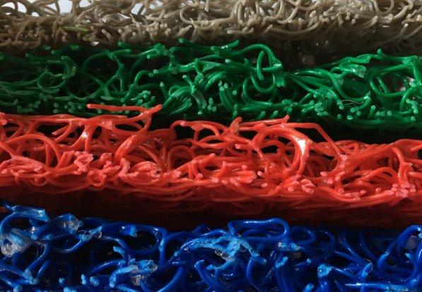Felpudo PVC Rizos Vinilo /Fideos colores en DecoStands