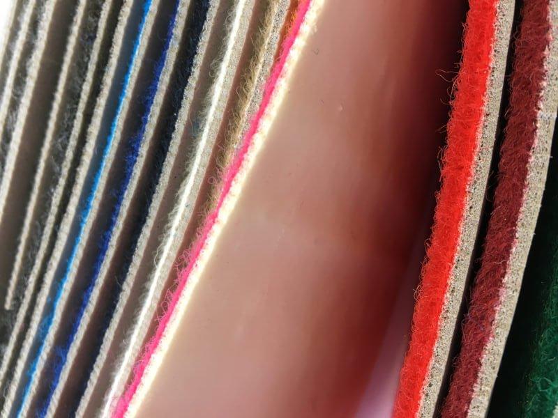 Moqueta Terciopelo con film y foam en DecoStands