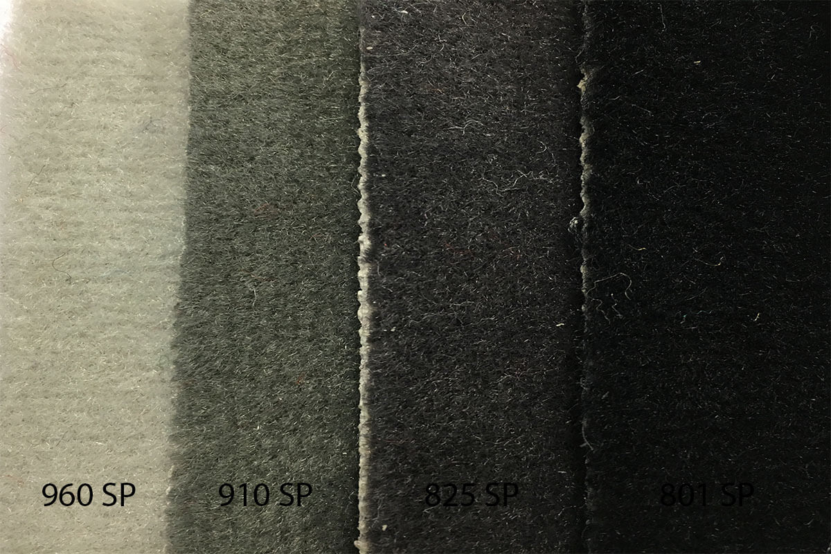 Alfombra Speed en tonalidades grises y negra en DecoStands