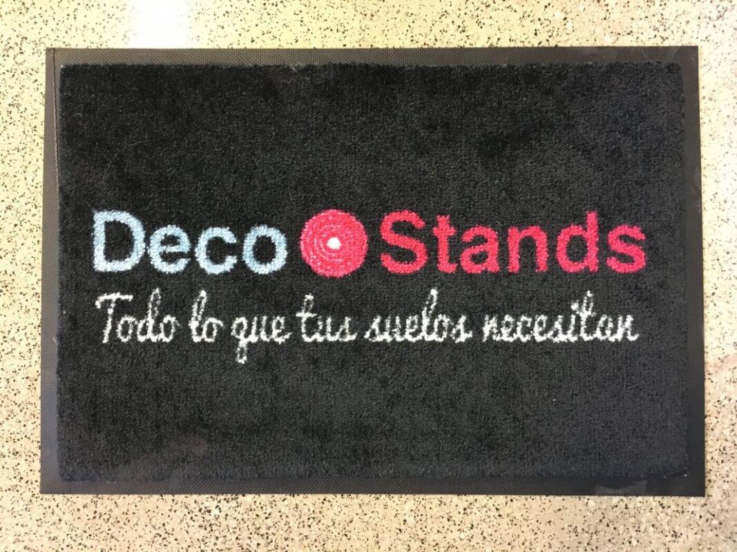 Felpudo textil personalizado con logo Printer en DecoStands